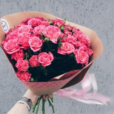 Подарить цветы девушке на ее работе американская девушка модель работы с персоналом